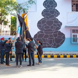 Lo street artist Andreco denuncia l'emergenza ambientale con un murale fatto di polveri sottili