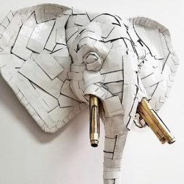 Impressionanti sculture di cartone che invitano alla riflessione: Laurence Vallières