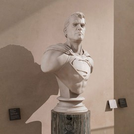 I busti marmorei dei supereroi invadono i musei