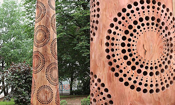 Un artista britannico realizza spettacolari sculture sui tronchi degli alberi morti