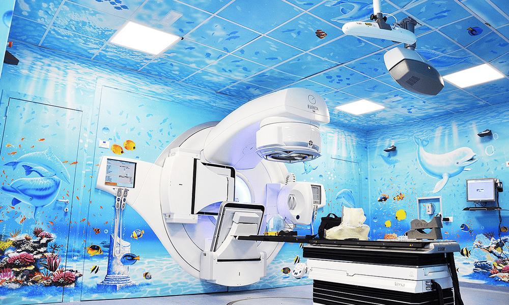 Silvio Irilli ridipinge gli ospedali trasformandoli in acquari per regalare serenità ai pazienti