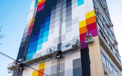"""Felipe Pantone: lo street artist d'avanguardia che """"virtualizza"""" il paesaggio urbano"""