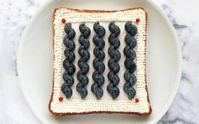 Un'artista giapponese ha trasformato il pane tostato in una forma d'arte