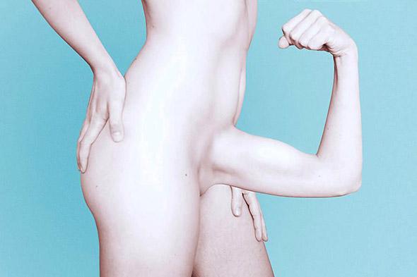 Gli autoscatti di nudo surreale di Ángela Burón (NSFW)
